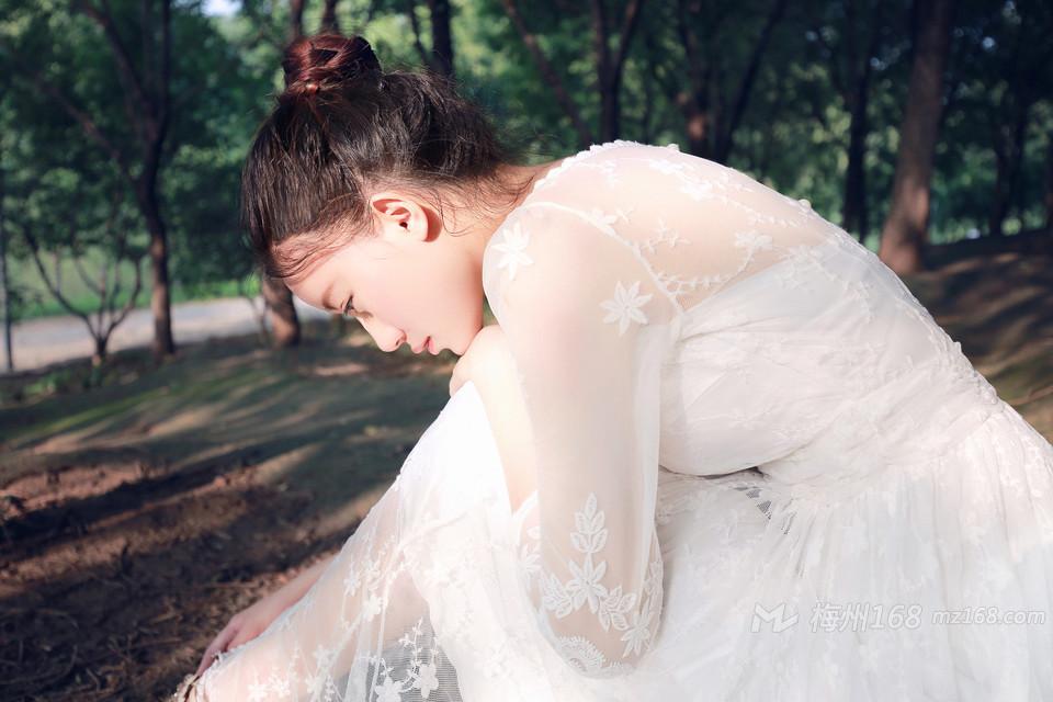 清新女神唯美纯白蕾丝长裙