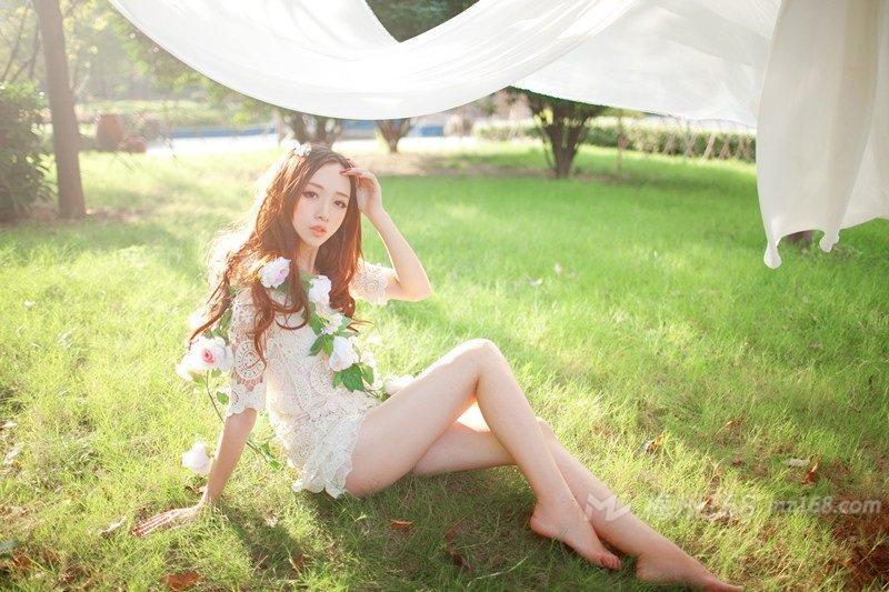 清新女神阳光下恬静唯美写真