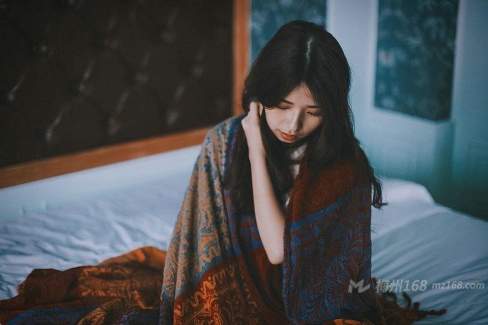 轻熟女寂寞孤独空房一个人的烦闷