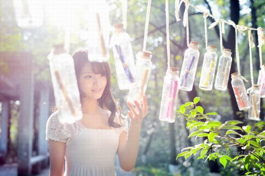 清新甜美少女丛林唯美写真