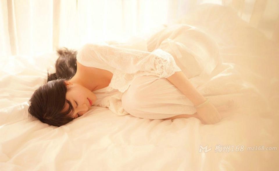 温暖色调高颜值气质美女安静甜美动人