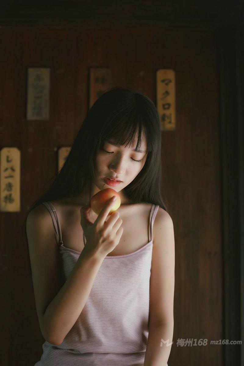 日系清纯女孩私房素颜唯美羞涩
