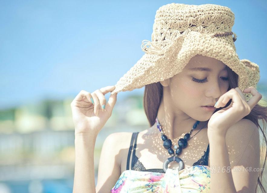 长裙美女波西米亚沐浴着温暖的阳光唯美风情写真