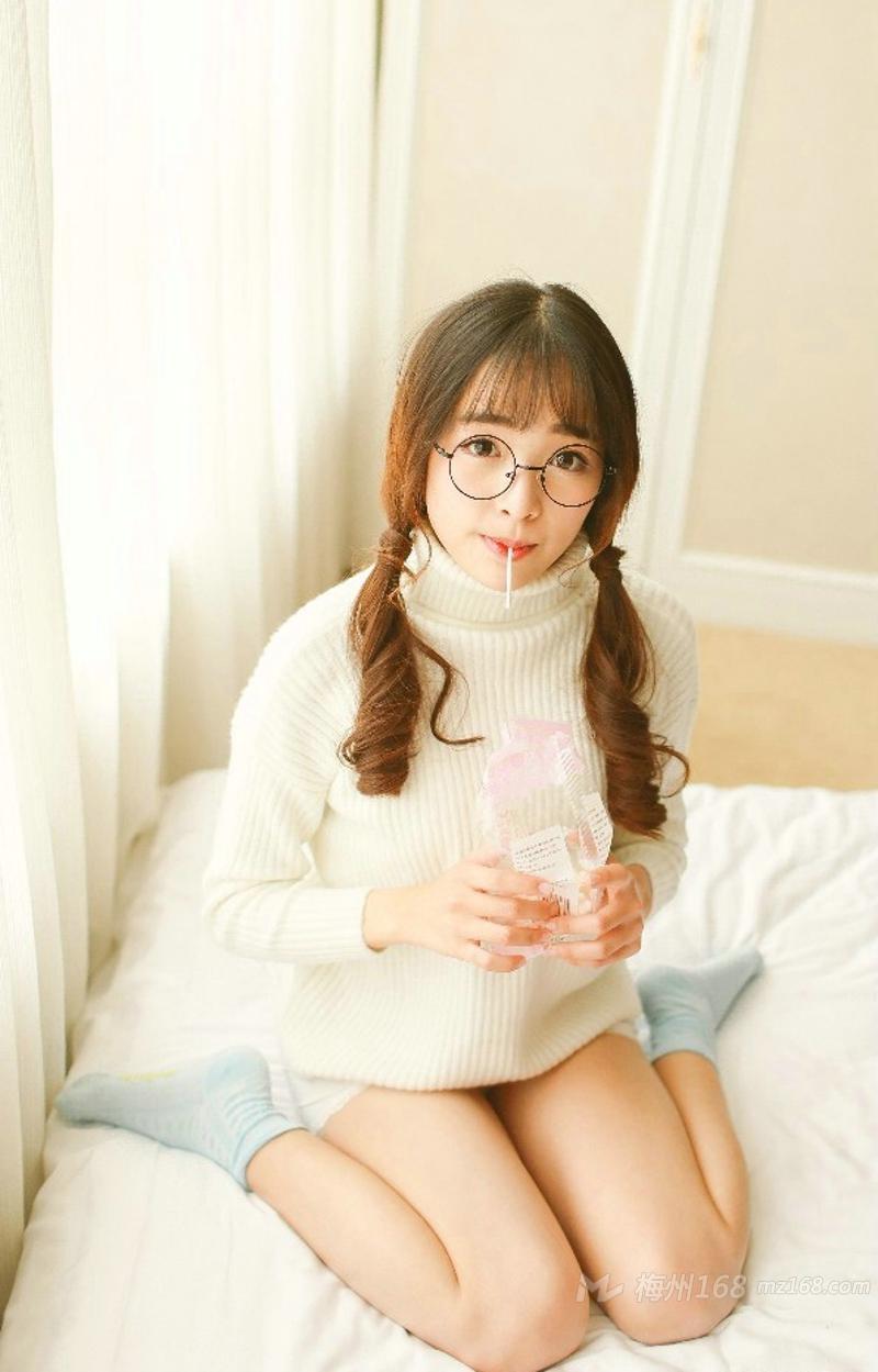 甜美可爱少女冬日毛衣温暖小馋猫