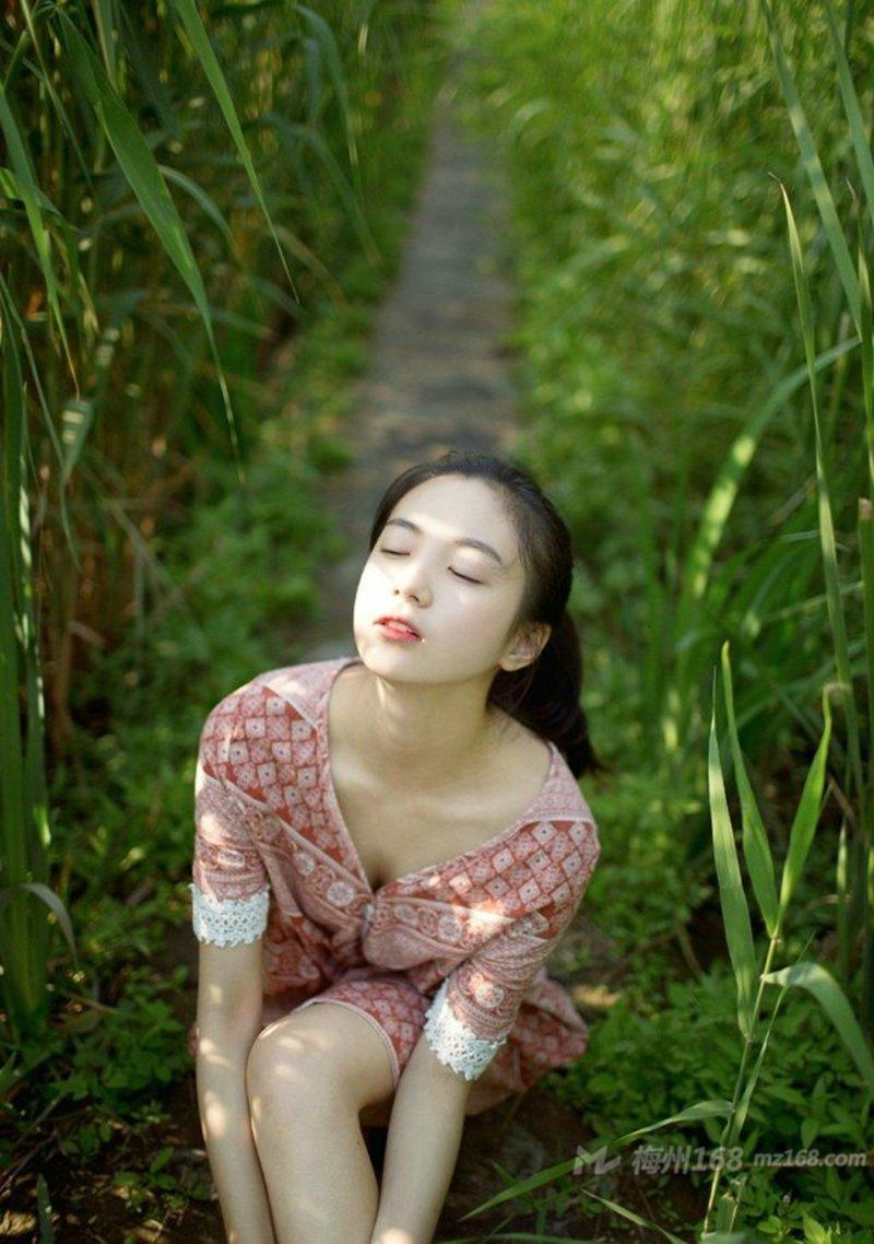清新女神户外清纯动人唯美写真
