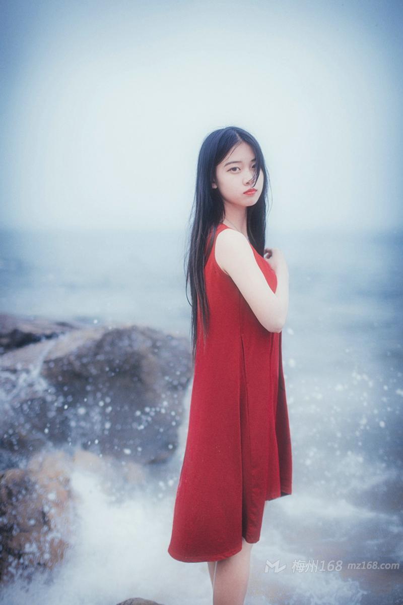 红裙少女海边甜美动人唯美写真