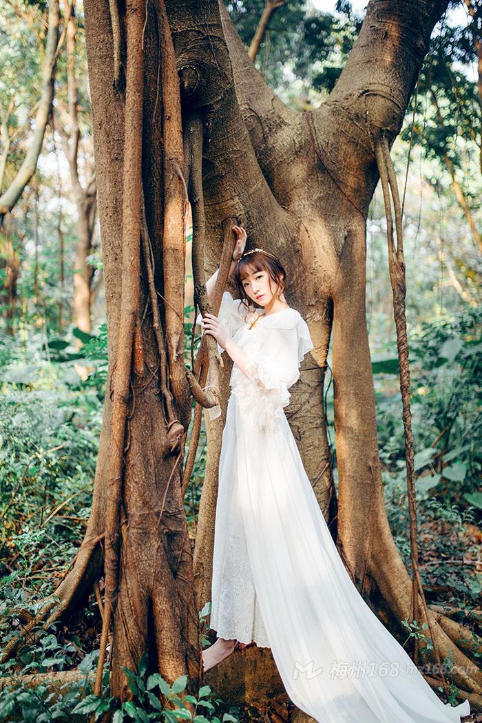 森林系气质女神白色长裙温婉动人
