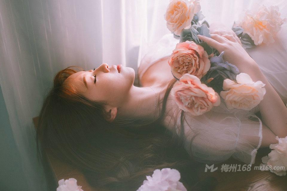 气质温婉美女私房安静孤独唯美写真