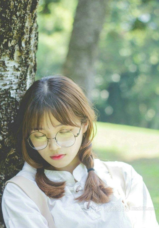 阳光眼镜清纯美女户外唯美写真